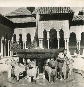 Βασίλης Σίμος, 1959, υπότροφος στη Γρανάδα.