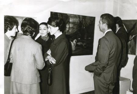 1970 Νέες Μορφές Η Φιορίνα Σίμος στα εγκάινεια της έκθεσης ( Απο το αρχείο Βασίλη & Φιορίνας Σίμου)