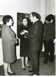 1970 Νέες Μορφές Ο Βασίλης Σίμος στα εγκάινεια της έκθεσης ( Απο το αρχείο Βασίλη & Φιορίνας Σίμου)